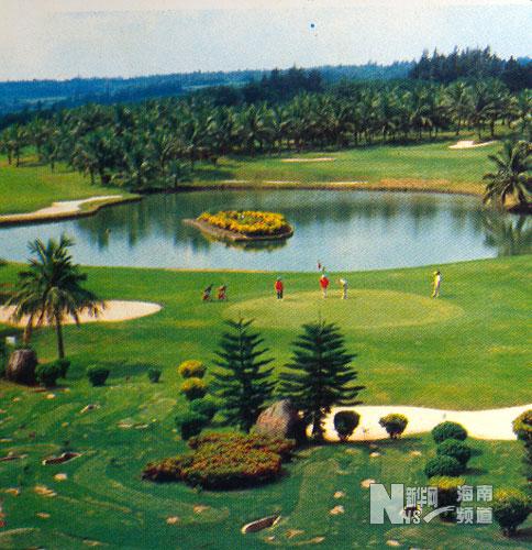 料图片:中外合资兴建的台达高尔夫球场.新华社记者陈小鹰摄高清图片